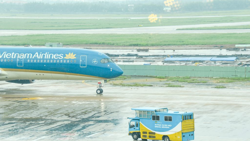 Travel Airplane Airport Vietnam Airlines